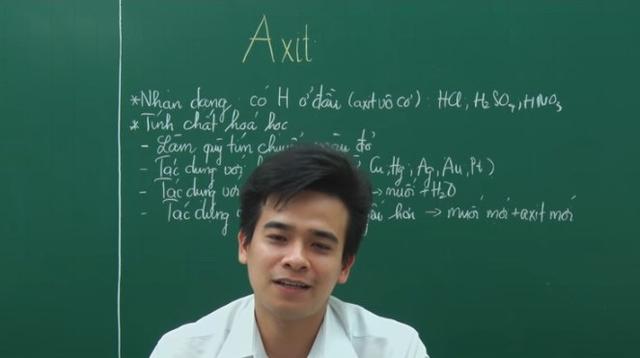 Thầy giáo trẻ khiến học sinh cực hào hứng khi thể hiện bài hát tự chế về Axit.