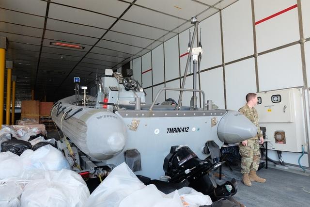 Tàu vận tải trang bị trên tàu USNS Fall River (T-EPF-4)