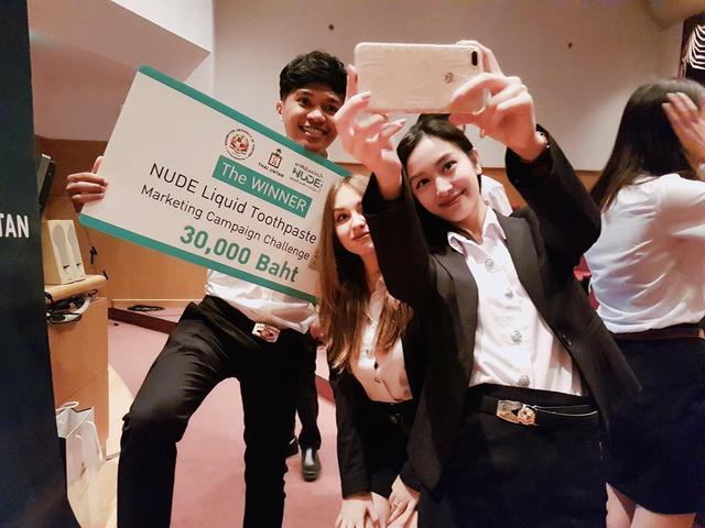 Jun Vũ và đồng đội giành ngôi quán quân cuộc thi ý tưởng kinh doanh.