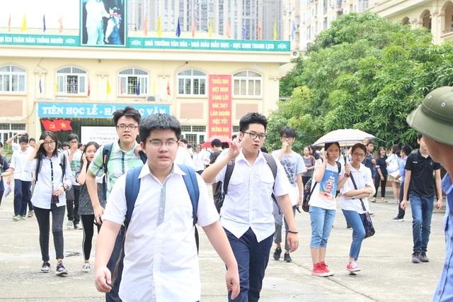 Hơn 76.000 thí sinh Hà Nội đã kết thúc ngày thi đầu tiên vào lớp 10.