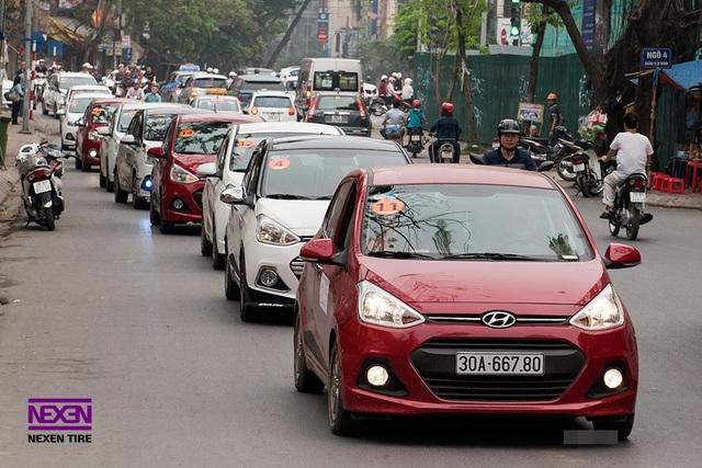 Grand i10 là mẫu xe có cộng đồng người sử dụng khá lớn tại Việt Nam, hình chụp tại Ngày hội Gia đình Grand i10 năm 2016.