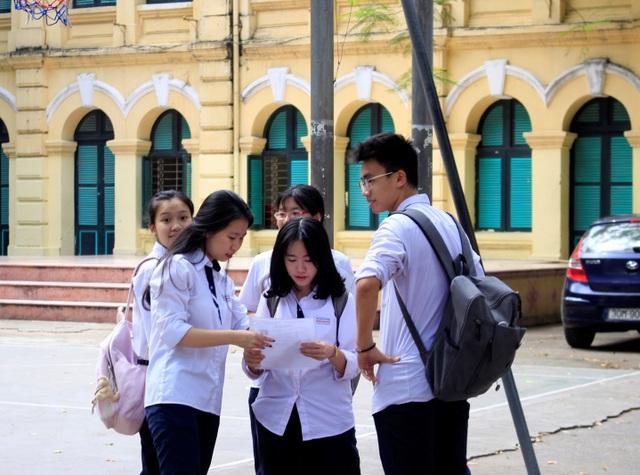Kết thúc những ngày áp lực, thí sinh vui vẻ khi hoàn thành tốt bài thi. (Ảnh: Hà Cường)