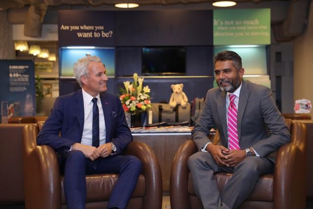 """""""Một bức tranh đầy đủ và thực tế về khả năng tài chính của mình sẽ giúp bạn xây dựng kế hoạch tài chính hiệu quả"""" - Ông Sabbir Ahmed và ông Wayne Besant chia sẻ"""