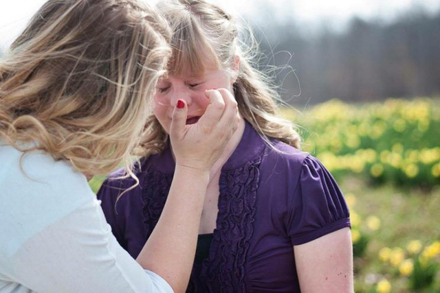 Hannah đã không kìm được nước mắt vì quá xúc động.