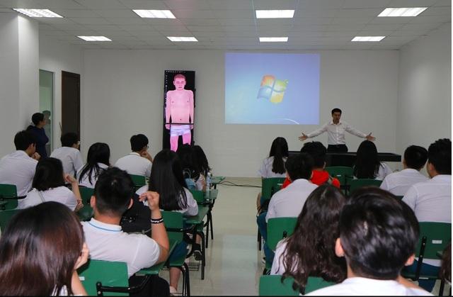 Điểm đặc biệt của chương trình là sinh viên sẽ được giảng dạy bằng song ngữ Anh - Việt, áp dụng công nghệ giảng dạy giải phẫu hiện đại bậc nhất thế giới vào công tác dạy và học.