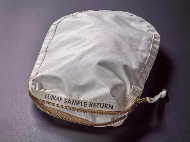 Các vật dụng trên tàu Apolo được bán với giá hàng triệu USD trên eBay - 1
