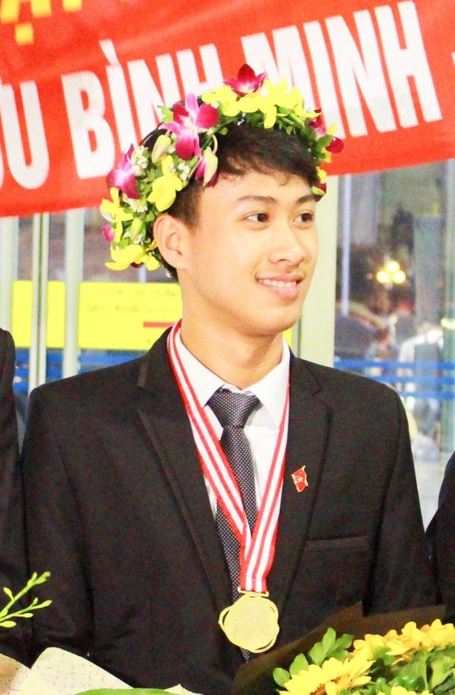 Em Nguyễn Thế Quỳnh - HCV Olympic Vật lý quốc tế 2016 và 2017.