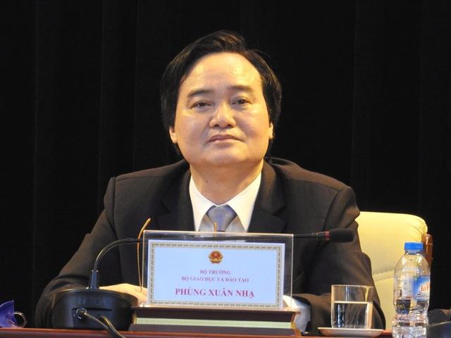 """Bộ trưởng Phùng Xuân Nhạ đồng chủ trì hội nghị """"Phát triển khoa học và công nghệ trong các cơ sở giáo dục đại học giai đoạn 2017-2025"""" diễn ra ngày 29/7."""