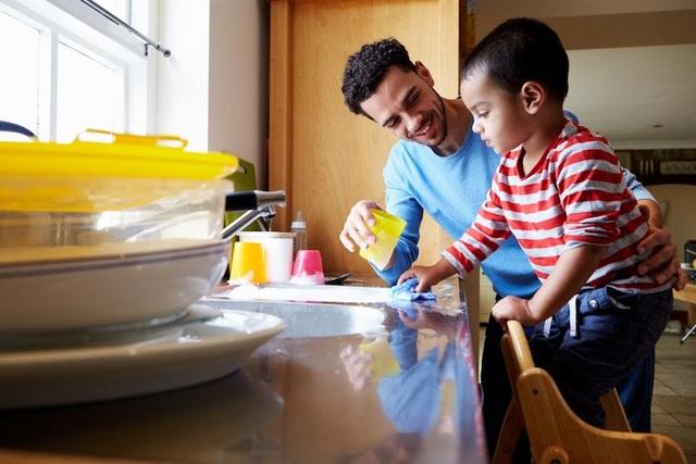 Thay vì cho con tiền tiêu vặt, cha mẹ Do Thái tìm cách cho con tự kiếm tiền bằng sức lao động của con.
