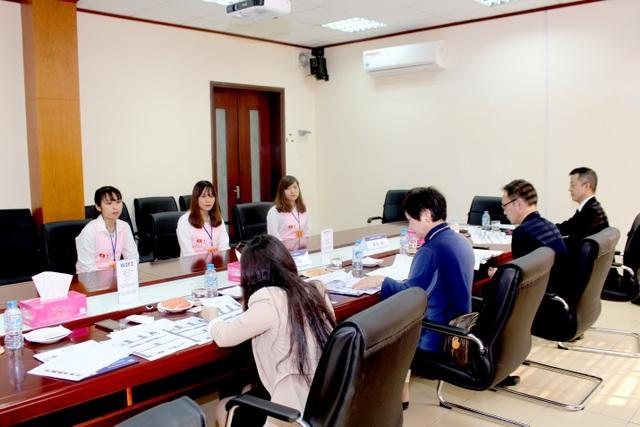 Sinh viên nhà trường tham gia buổi phỏng vấn đi làm việc tại Nhật Bản.