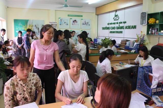 Sinh viên trúng tuyển nhập học đợt 1.
