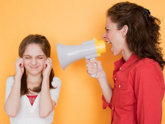 Sự căng thẳng giữa hai cha mẹ đã tạo nên một môi trường không tốt cho sự phát triển của trẻ. Ảnh minh họa