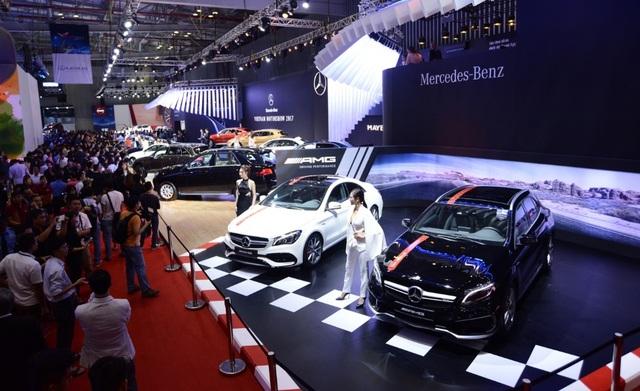 """Mercedes-Benz Việt Nam (MBV) mang đến VMS 2017 nhiều mẫu xe nhất, bao gồm 13 xe trưng bày trong nhà và 12 xe ở khu vực """"Xe đã qua sử dụng chính hãng""""."""