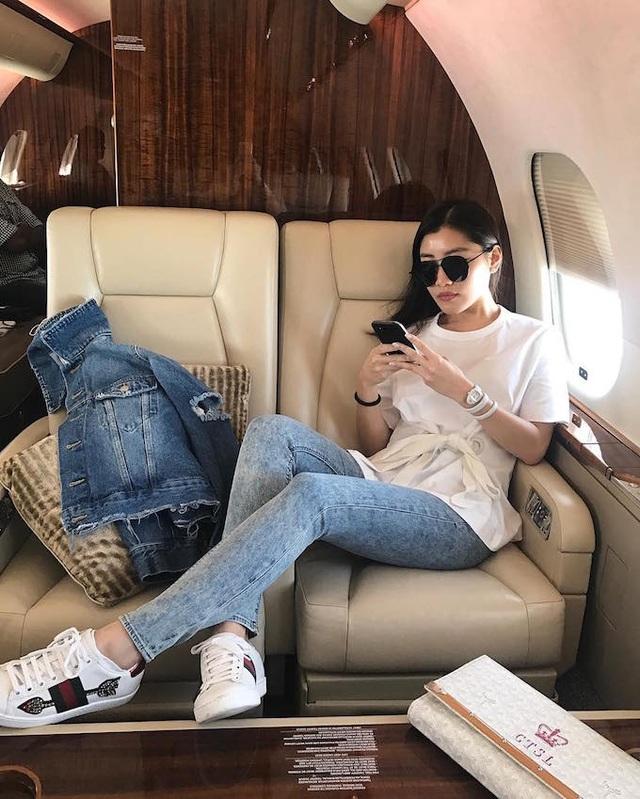 Cô có 178,000 người theo dõi trên mạng xã hội Instagram.