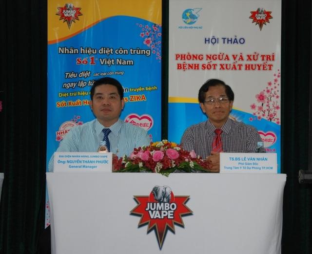 Các Bác sĩ chuyên khoa và Đại diện nhãn hàng JUMBO VAPE hướng dẫn, giải đáp tường tận về cách phòng ngừa dịch bệnh SXH và bệnh do virus ZIKA cho các Hội viên Hội LHPN Ảnh: Mai Sen