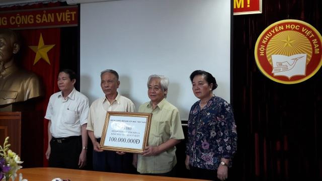 Đại diện lãnh đạo Trung ương Hội Khuyến học Việt Nam đã hỗ trợ 100 triệu đồng, trích từ quỹ Khuyến học Việt Nam gửi tới các trường học thuộc vùng bị ảnh hưởng thiên tai của tỉnh Sơn La khắc phục hậu quả lũ quét.