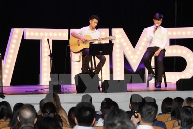 Tiết mục ca nhạc tại đêm Gala Concert trong khuôn khổ chương trình Vòng tay nước Mỹ. (Ảnh: Hữu Hoàng/TTXVN)