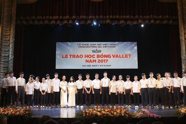 Học sinh các trường THPT khu vực miền Bắc trong Lễ trao học bổng Odon Vallet.