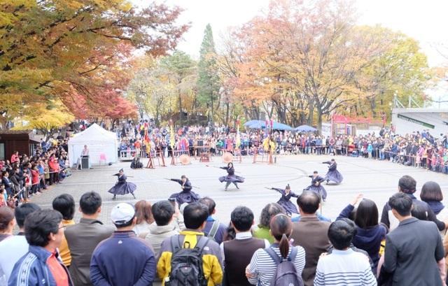 Biểu diễn võ truyền thống của Hàn tại tháp NamSan