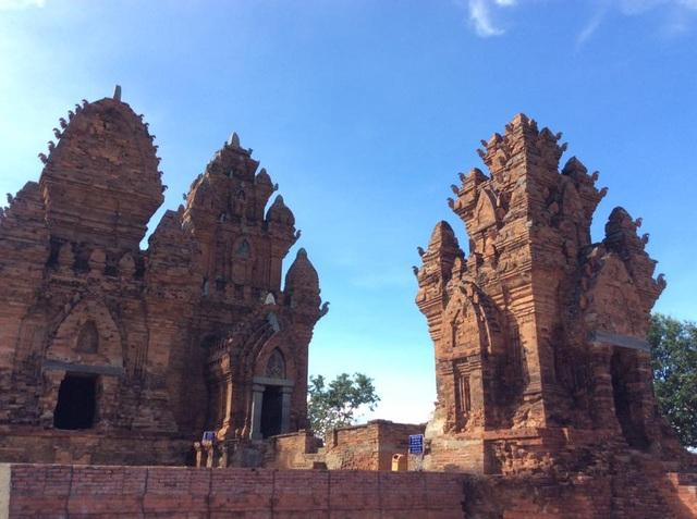 Muốn giới thiệu Việt Nam tới bạn bè quốc tế, trước tiên bạn phải hiểu về con người, văn hoá Việt Nam. Trong ảnh là tháp Poklong Garai, Ninh Thuận.