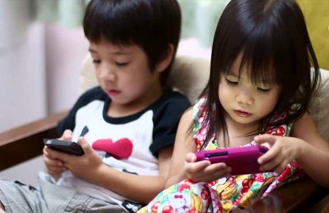 Coi chừng trẻ bị loạn thần do nghiện tivi, smartphone - 2