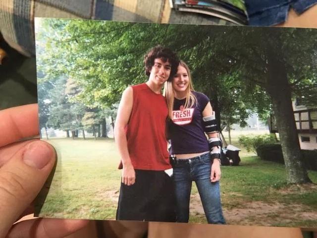 Walsh và vợ quen nhau trong trại hè 10 năm về trước