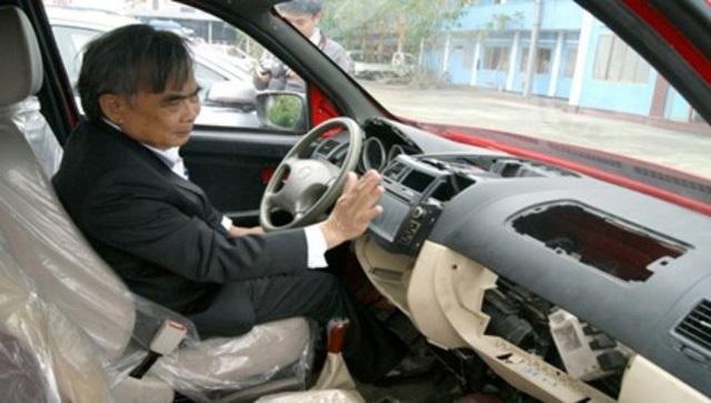 Cận cảnh khoang lái chưa được hoàn thiện do không có vốn
