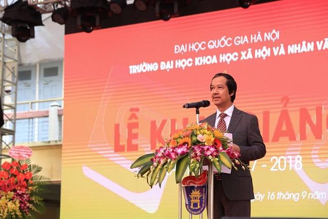 PGS.TS. Nguyễn Kim Sơn - Giám đốc ĐHQGHN có bài diễn văn sâu sắc nhắn nhủ các sinh viên tại lễ khai giảng trường ĐH KHXH&NV ngày 16/9. (Ảnh: Ngọc Tùng)
