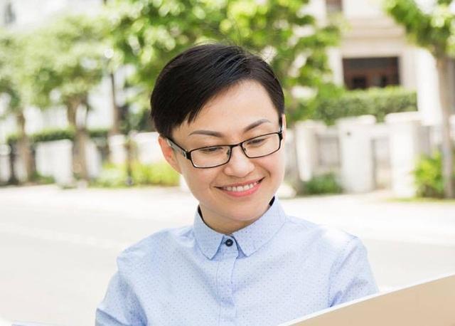 Với khả năng vấn đáp thông minh, lưu loát trong phần thi ứng xử của Mrs. Áo dài Việt Nam 2017, người đẹp 35 tuổi đã để lại nhiều ấn tượng sâu sắc trong lòng công chúng.