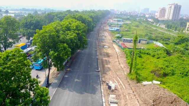 Dự án mở rộng đường vành đai 3, đoạn từ cầu vượt Mai Dịch đến cầu Thăng Long, được khởi công tháng 10/2016 với tổng mức đầu tư 3.110 tỷ đồng bằng ngân sách của thành phố Hà Nội. Công trình dự kiến hoàn thành vào quý I năm 2018. Sau khi hoàn thành đường, đường trên cao sẽ tiếp tục tục được xây dựng để hoàn thiện tuyến vành đai 3 trên cao. Hai dự án có tổng mức đầu từ gần 8.500 tỷ đồng, trung bình 1.500 tỷ đồng mỗi km.