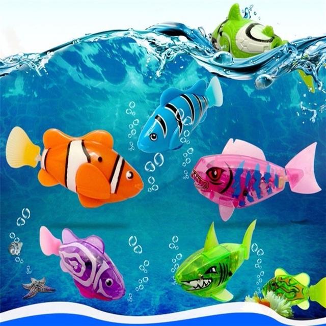 Cá điện tử phát sáng được bán lẻ và bán theo bộ từ 3 – 7 con, với giá giao động từ 45.000 – 80.000 đồng/con. (Nguồn: Lemon)