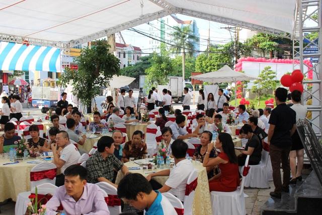 Sự kiện Ra mắt trung tâm thương mại và mở bán Tòa 25T Nam Định Tower thu hút đông đảo khách hàng tham dự.