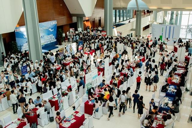 Hàng nghìn học sinh, sinh viên tham dự Ngày hội Du học và Hướng nghiệp Quốc tế