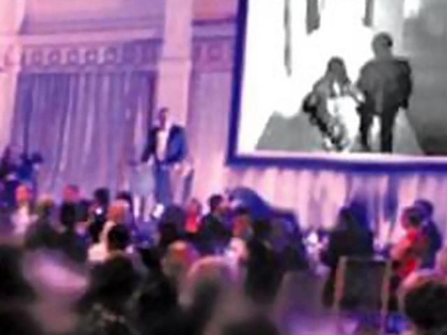 Chú rể người Singapore vạch trần bộ mặt giả dối của cô dâu trước toàn bộ quan khách