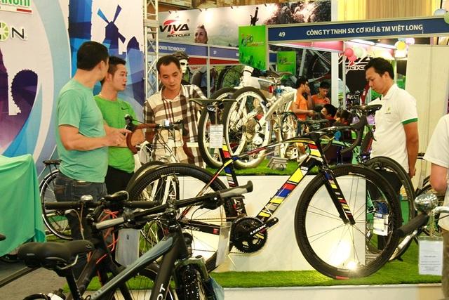 Đặc biệt, không thể không kể đến Takuda – Nhà tài trợ chính thức cho VIETNAM CYCLE 2017. Dù chỉ mới khởi nghiệp năm 2013 nhưng Takuda đã có vị trí nhất định trên thị trường xe đạp điện và đón nhận được nhiều tình cảm từ công chúng nhờ liên tục cập nhật công nghệ mới hiện đại nhất và giá cả phù hợp với mức thu nhập trung bình của người dân Việt Nam. Nhân dịp tham gia sự kiện này, Takuda sẽ tổ chức lễ ra mắt sản phẩm mới hoành tráng với chương trình hấp dẫn và sự có mặt của những diễn viên nổi tiếng là gương mặt đại diện cho hãng.