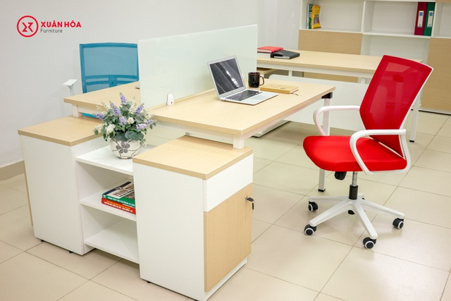 Sản phẩm nội thất văn phòng của Công ty Cổ phần Xuân Hoà Việt Nam thiết kế theo phong cách hiện đại.