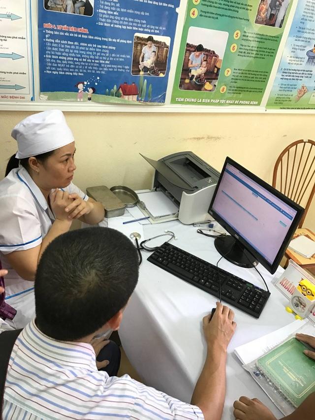 Phần mềm giúp cán bộ y tế địa phương quản lý việc tiêm chủng cho người dân dễ dàng hơn