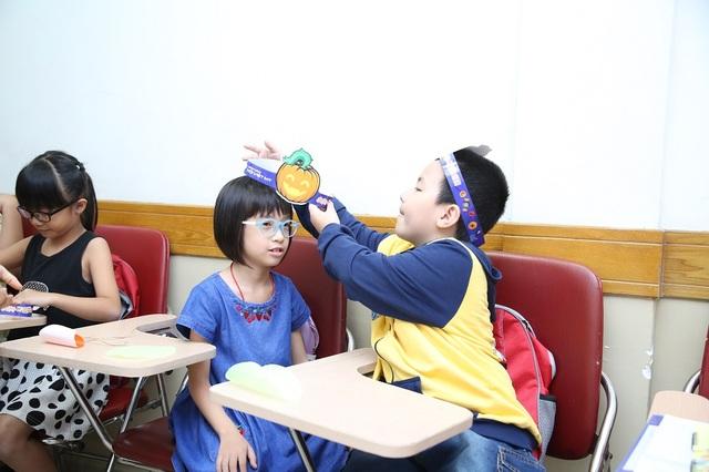 Tại Anh văn Hội Việt Mỹ VUS, Halloween không chỉ là dịp để hóa trang, vui chơi mà còn để nhắc nhở nhau về lòng bác ái, nghĩa hiệp, biết sẻ chia trong cuộc sống.
