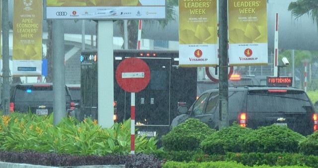 """2 siêu xe """"Quái thú"""" của Tổng thống Trump lăn bánh trên đường phố Đà Nẵng - 15"""