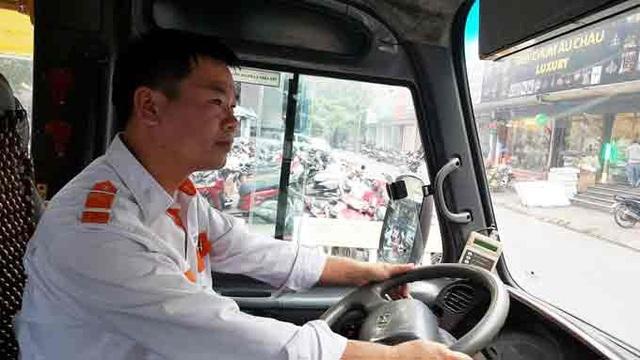 Tài xế sinh năm 1977 cho biết, anh từng bị hành khách chửi bới, mạt sát ngay trên xe buýt. Ảnh: Nhật Linh
