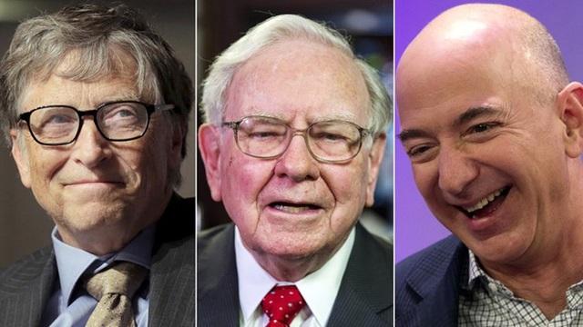 Ba tỷ phú Bill Gates, Jeff Bezos và Warren Buffett hiện có tổng tài sản khoảng 248,5 tỷ USD. (Nguồn: yahoo.com)