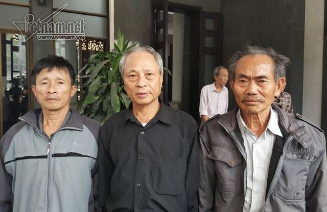 Đoàn người từ Thanh Hóa ra viếng cụ Hoàng Thị Minh Hồ.
