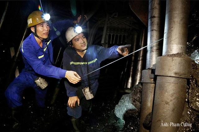 Kiểm tra công tác lấy than phá hỏa lò chợ