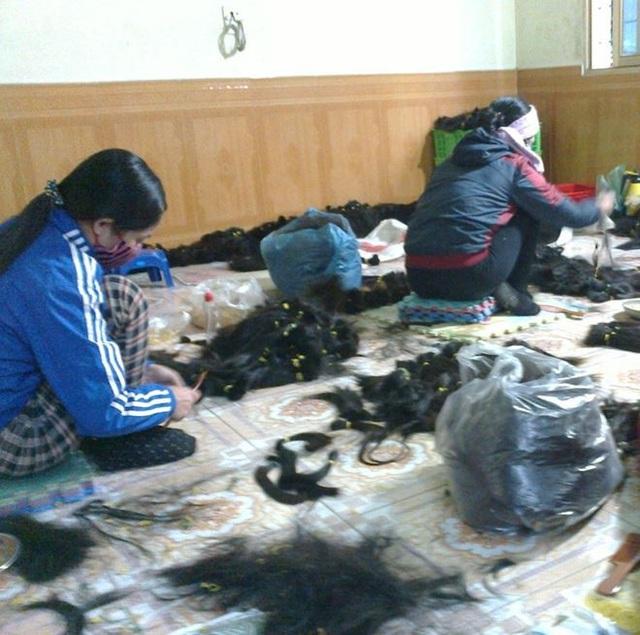 Tóc thu mua về làng Đông Bích