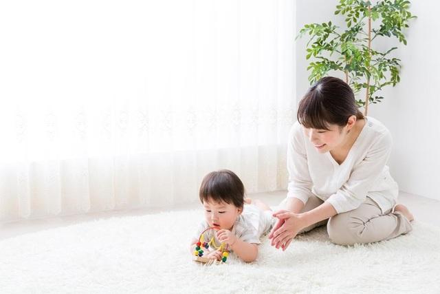 Khi trẻ cầm nắm đồ chơi, vi rút Rota có thể dễ dàng lây nhiễm
