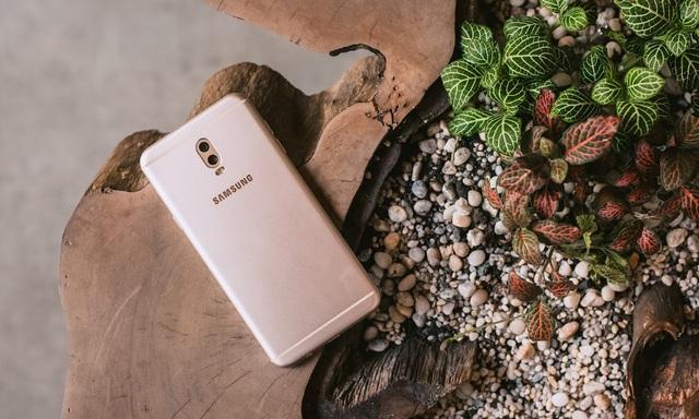 Chất liệu kim loại nguyên khối giờ đây xuất hiện trên cả những dòng smartphone trung cấp.