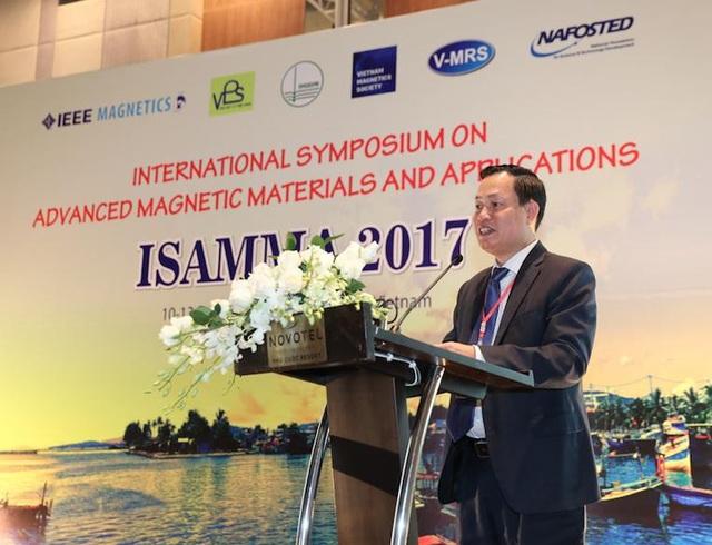 Phó Giám đốc ĐHQGHN Nguyễn Hữu Đức, Chủ tịch Chi hội Vật lý Từ học Việt Nam, Trưởng Ban chỉ đạo Hội nghị ISAMMA 2017 đã phát biểu khai mạc hội thảo.
