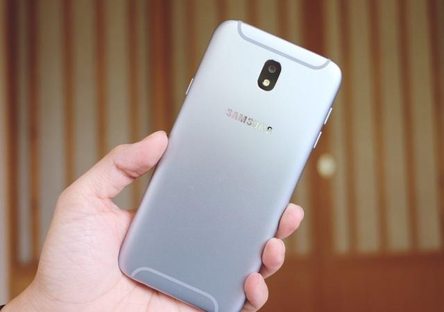 Bộ khung kim loại được đánh giá rất cao của Galaxy J7 Pro.