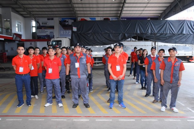 Kĩ thuật viên đến từ 16 Trung tâm dịch vụ lốp xe Tải/ Buýt Bridgestone Việt Nam tham dự vào Hội thi tay nghề