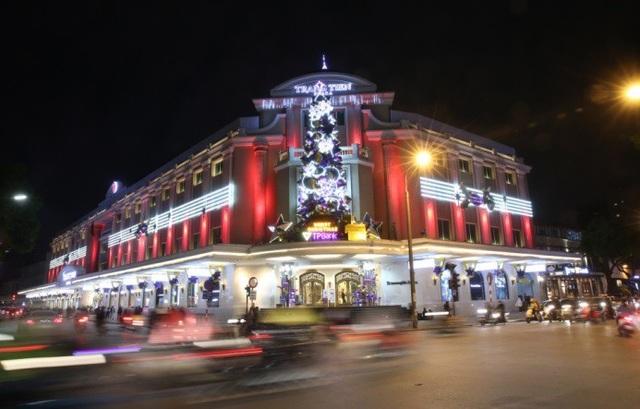 TTTM Tràng Tiền Plaza vào buổi tối nhìn rất lung linh